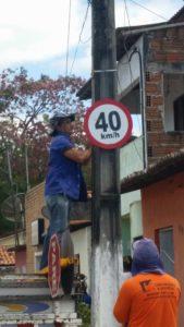 SINALIZANDO A CIDADE DE MONTANHAS